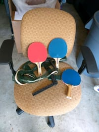 Ping-pong table and 3 bats for sale
