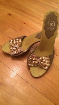 brown and gray leather studded bow accent open toe heeled sandals 778 km