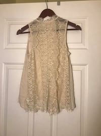 Open back lace tank. Size Medium. Owings Mills, 21117