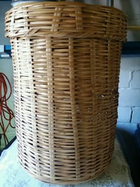 Wicker hamper Des Moines, 50312