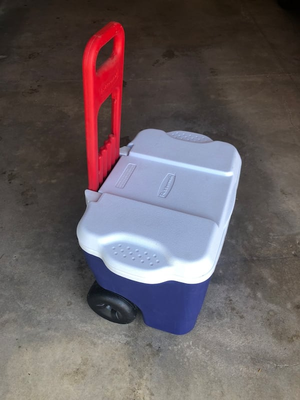 Rubbermaid Large Two Wheeled Cooler w/ Pull Handle 1844dfc0-111d-430d-a0e6-c0282acf3f84