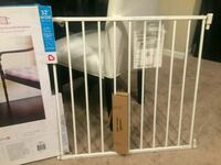 (Brand new) Sureshut safety gate for babies Columbia
