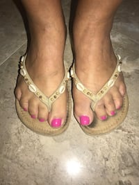 Flip-flops size 7 sand color with shells Miami, 33175