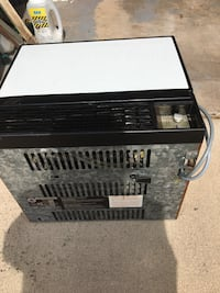 black and white window type air conditioner 464 km