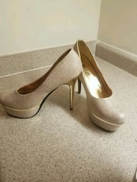 Used Size 11 Gold 6 inch heels for sale in Kennesaw - letgo