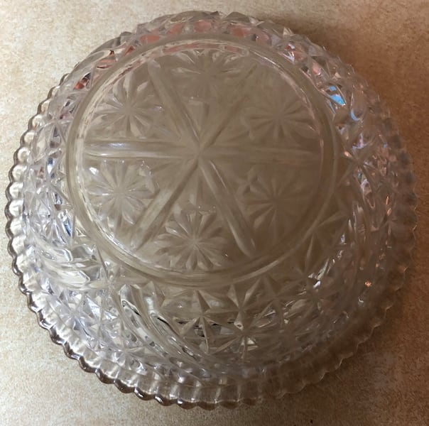 """Glass candy dish with lid 8""""X3"""" d7afea18-3bf9-4698-b733-e3bc0571ba5a"""