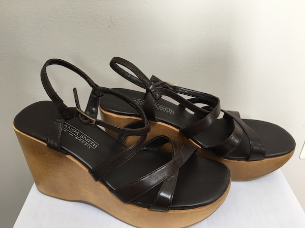 New Wooden Wedge Heels Shoes genuine leather 8.5 Nice Macy's not Walmart Made in Brazil