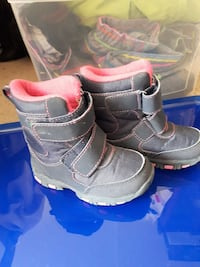 Girls size 7 winter boots