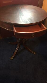 Round brown wooden side table Syracuse, 13212