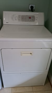 white front-load clothes dryer Middletown, 21769