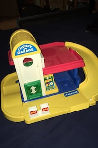 Toy garage for toy car play