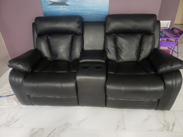 Brand New Leather 2 seater Recliner 4139d4d4-9643-42cc-ab31-e972ad581960
