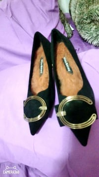 Shoes size 6 comfortable. 6cm high. New never worn. $35 bolts. Pickup  Coquitlam, V3J 3R3