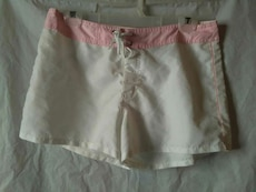 women's white and pink short