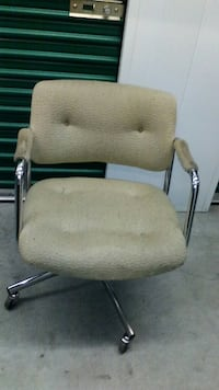 grey and white rolling chair