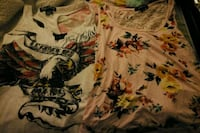 white and black floral scoop neck shirt Bakersfield, 93308
