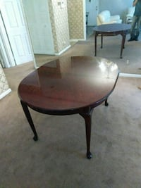 round brown wooden table great condition  Columbus, 31903