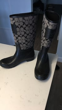 Pair of black leather boots Langley, V1M 2A6
