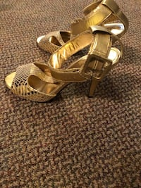 Gold High Heels Coquitlam, V3B 2X7