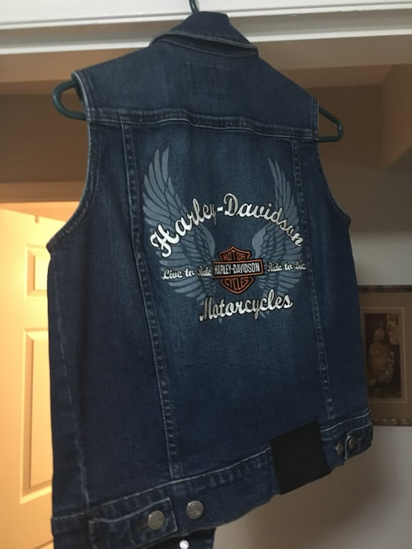 Blue denim button-up vest Harley Davidson 842ca56d-3bdb-48b1-8158-71a88d706feb