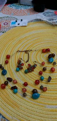 assorted color beaded necklace lot Gainesville, 20155