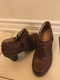 Pair of brown leather shoes naturalizer 8.5 zise Toronto, M4A 0A3