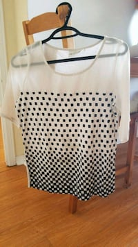 white and black polka dot scoop-neck shirt