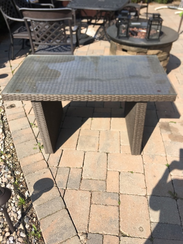 Outdoor table  79de49cb-b98b-450a-88f5-a0eb3226f528