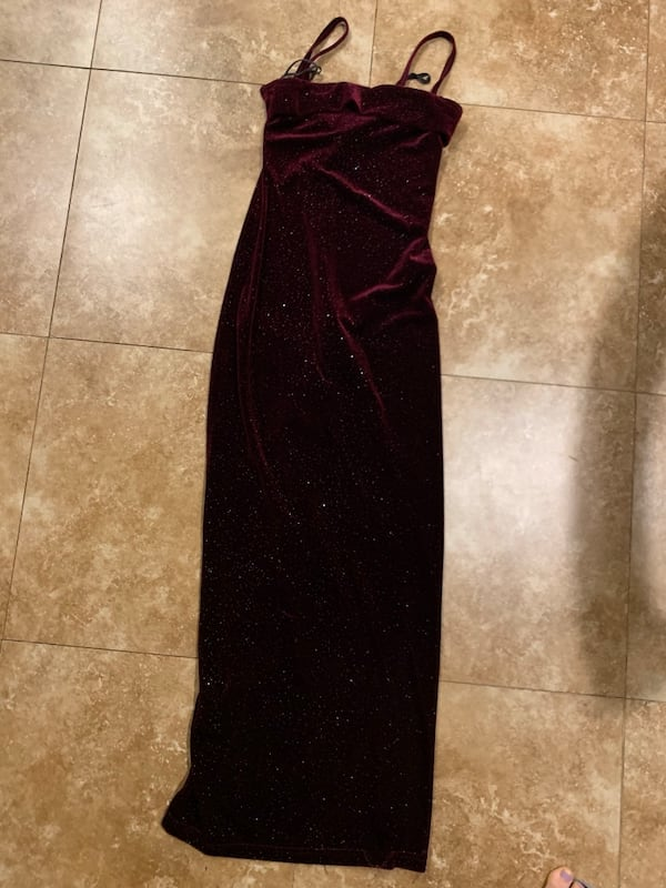 Burgundy Gown with Slit in Back (fits 2-4) 6da5c1df-8b82-48ee-a631-4f905f0ce008