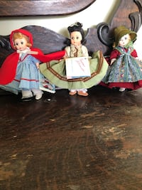 two red and white dressed female dolls Pelzer, 29669