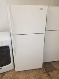Delivery Available! 18 cubic ft Whirlpool Refrigerator Fridge With Icemaker #705 Norfolk, 23518