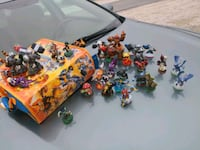 Skylanders figurines and carry bag Activision  Galveston, 77550