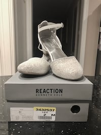 Sparkly white Kenneth Cole shoes. Size 2