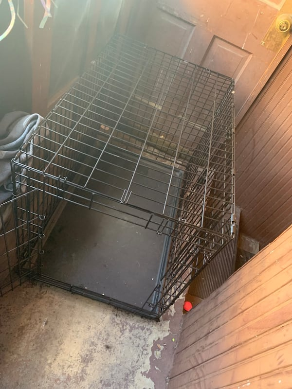 Large Dog cage  cf952ee8-1f4c-4944-9a70-0197f298e46c