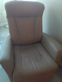 Leather recliner chair Nanaimo, V9S 4K1