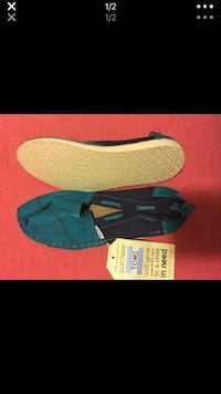 2 pairs of brand new with tags toms size 6.5 women's  Cedar Park, 78613