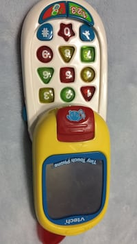 yellow and blue Vtech tiny touch phone Brampton, L6S 2E1