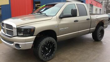 *HEMI* *CLEAN CARFAX* 2006 Dodge Ram 1500 4WD SLT - Ask About Our Guaranteed Credit Approvals!