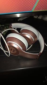 Rose Gold beats solo wireless 3 Abbotsford, V2S 4L3