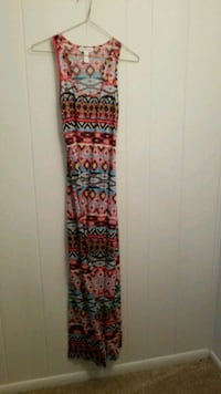 Printed maxi dress size small  Fort Stewart, 31315