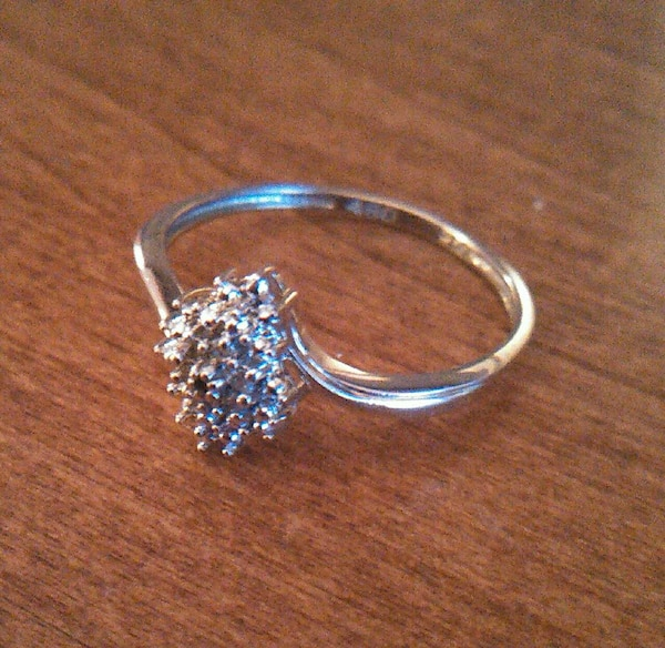 3ee0ddb2d47c3 Used Yellora™ Diamond Cluster Ring Size 9 for sale in Minneapolis - letgo