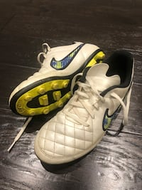 Outdoor soccer cleats size 4 boys Vaughan, L6A