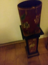 Beautiful Accent vase and stand Greenbelt, 20770
