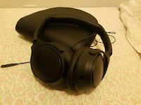 Bose headphones with leather case Toronto, M5T