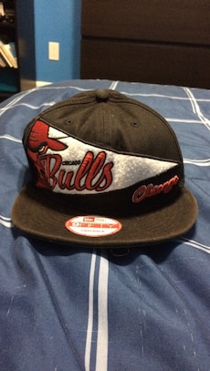 black and white Chicago Bulls fitted cap