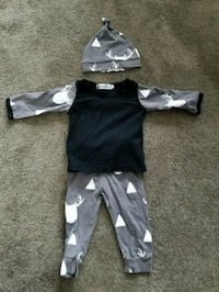 baby's black and white footie pajama Langley, V2Y