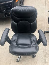 Black office chair good condition Toronto, M5M 2V8