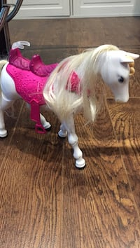 white and pink horse figurine Tiny, L0L 2T0