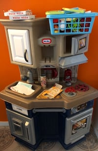 Little tykes toy kitchen will include veggies and fruit pizza boxes toys  Alexandria, 22306