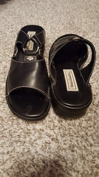 pair of black leather sandals Bowling Green, 42104